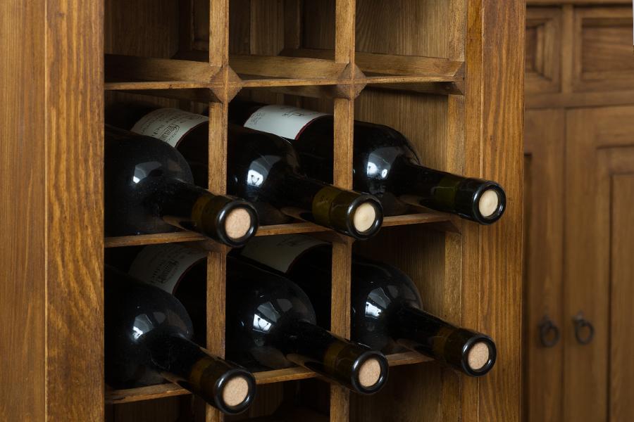 szafka na wino z drewna
